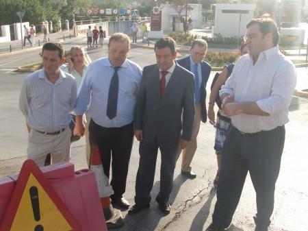 El presidente de la Diputación y el alcalde de Arcos visitan la zona afectada.