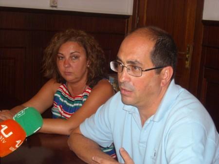 El alcalde de Villamartín, con la concejal de Hacienda.