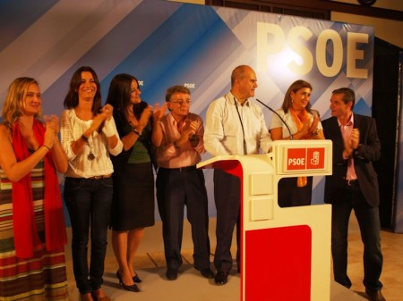 Manuel Chaves, con otros dirigentes socialistas, en Arcos.
