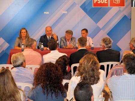 Manuel Chaves, durante su intervención en Villamartín el 10 de octubre de 2011.