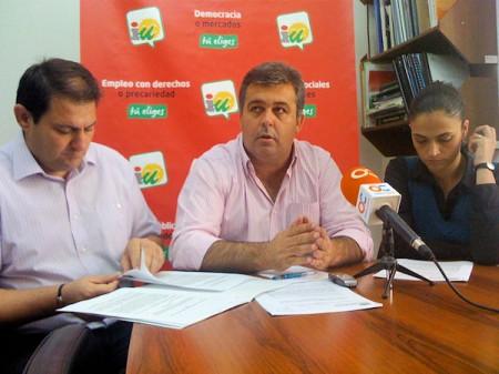 El alcalde de Espera, Pedro Romero, Manuel Cárdenas y Ana Rodríguez, de IU.