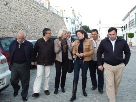 Teófila Martinez y otros dirigentes del PP, en Espera.