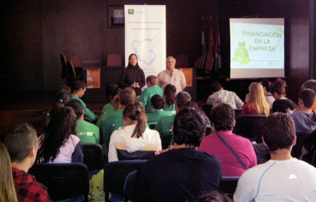 Asistentes a la jornada de autoempleo en Algodonales.
