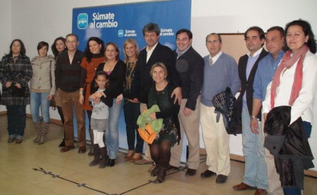 María José García Pelayo y otros miembros del PP; en Algodonales.
