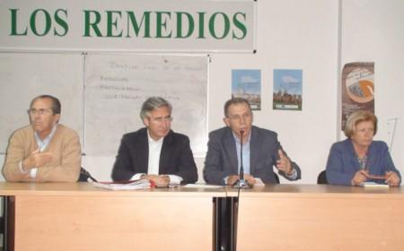 Representantes del PP, en la cooperativa Los Remedios de Olvera.