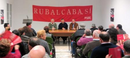 El consejero de Gobernación, Francisco Menacho; el alcalde de Zahara, Juan Nieto, y el candidato al Senado Juan Cornejo, en el acto electoral.