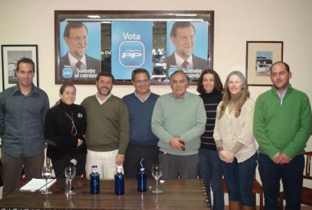 Candidatos del PP, con el alcalde de Prado del Rey.