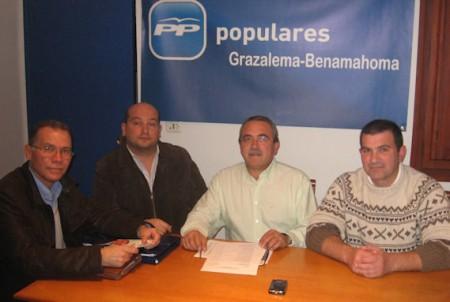 Ediles del PP de Grazalema con el diputado provincial Eduardo Párraga.