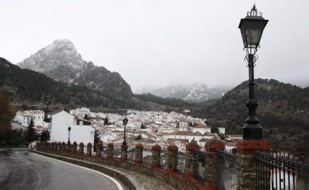 Nieve en las cumbres que rodean Grazalema, el 16 de enero de 2012.