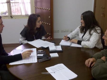 Reunión de la alcaldesa de Grazalema en la Diputación de Cádiz.
