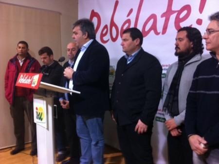 Los alcaldes de IU de la Sierra de Cádiz, junto con los del resto de IU de la provincia, al anunciar los encierros.