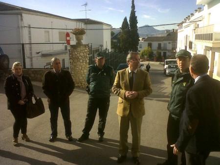 El subdelegado del Gobierno, en su visita a Olvera.