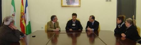 El alcalde de Olvera, con el delegado del Gobierno.