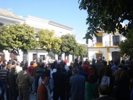 Concentración a las puertas del Ayuntamiento.