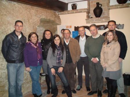 Dirigentes provinciales y locales del PP, en Setenil de las Bodegas.