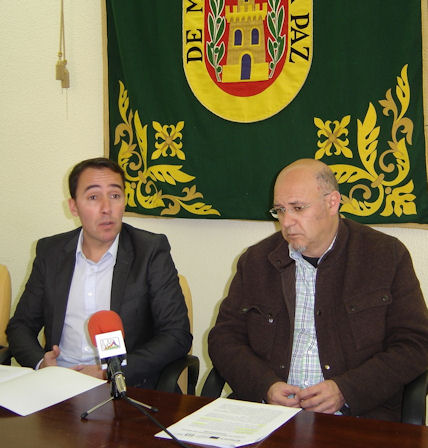 El coordinador del programa Antenas, José Manuel Cossi, y el concejal de Empleo, José Luis del Río.