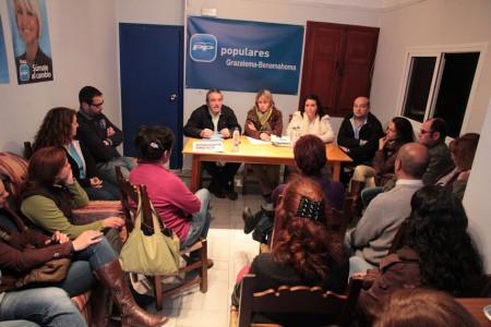 Reunión de dirigentes del PP con trabajadores de la Villa Turística de Grazalema.