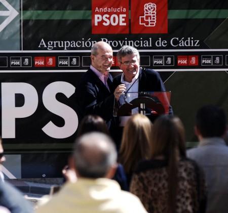 Manuel Chaves y Luis Pizarro, en el mitin de Arcos.