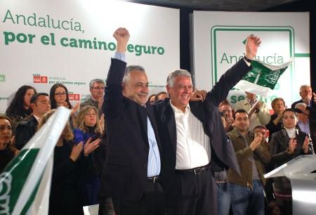 José Antonio Griñán y Francisco Menacho, en el mitin del PSOE en Olvera.