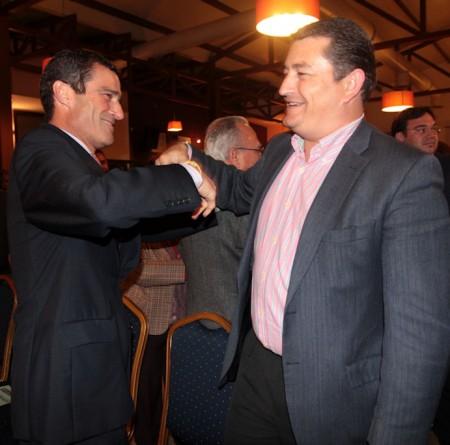 Antonio Sanz, candidato del PP, y Juan Manuel Armario, ex alcalde de Arcos.