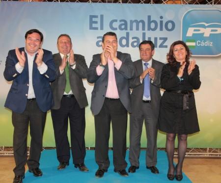Dirigentes del PP, en el mitin de Arcos.
