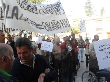 Manifestantes contra la estafa bancaria.