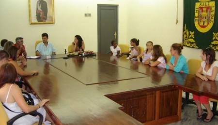 Reunión en el salón de plenos del Ayuntamiento de Olvera.