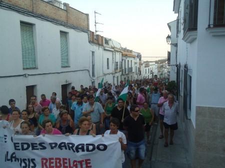 La manifestación, durante su recorrido por Espera.