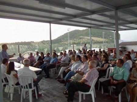 Asistentes a la reunión del PP de la Sierra en Prado del Rey.