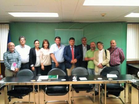 Reunión de miembros de la Mancomunidad de la Sierra con el vicepresidente de la Junta de Andalucía, Diego Valderas.