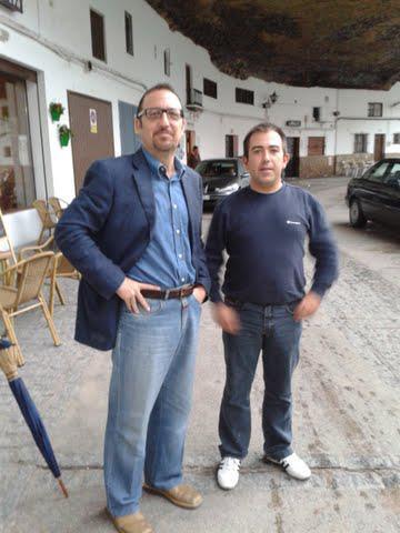 El nuevo secretario provincial del PA, en Setenil, con un representante de este partido.