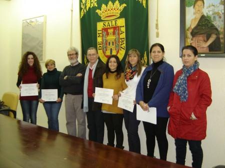 Galardonadas, junto con el diputado provincial Eduardo Párraga y ediles del Ayuntamiento.
