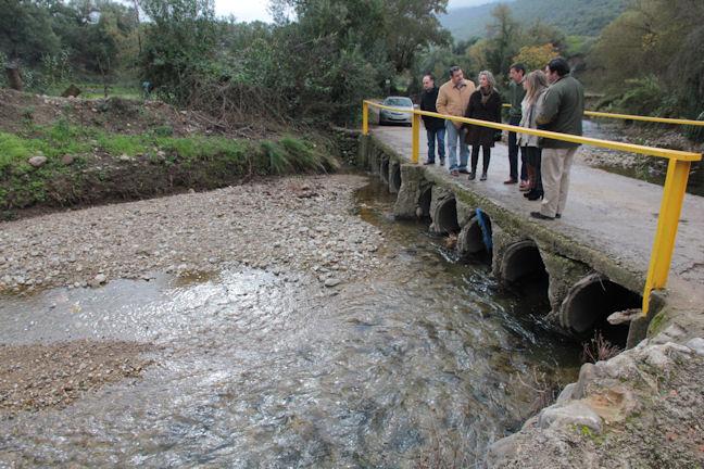 Los dirigentes del PP, en un puente de Tavizna.