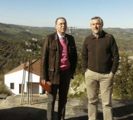 El diputado provincial Eduardo Párraga y el alcalde de Zahara de la Sierra, Juan Nieto.
