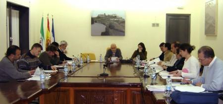 Asistentes al pleno del Ayuntamiento de Olvera celebrado el 31 de enero de 2013.