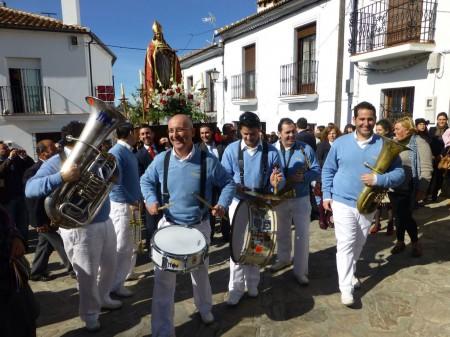 Hoy en día San Blas es acompañado masivamente durante su recorrido por las calles con coplas y ritmos alegres.