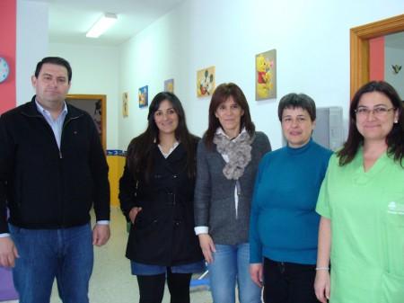 La presidenta de la Mancomunidad, con la alcaldesa de Grazalema y el vicepresidente del ente comarcal, entre otros, en 'La Amapola'.