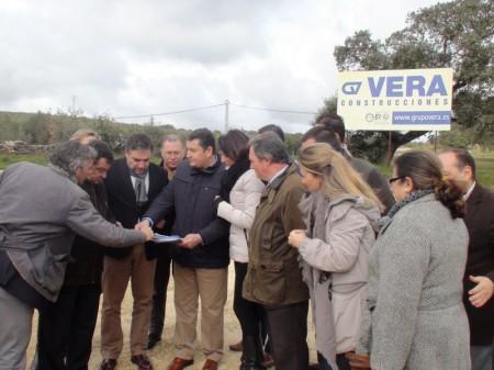 Dirigentes del PP de Cádiz y Málaga, en su concentración parfa pedir la finalización de las obras de la variante de Setenil de las Bodegas.