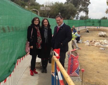 La alcladesa, Ana Gil, con el diputado provincial Bernardo Villar en la zona de las obras.
