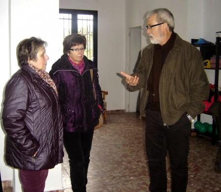 El concejal Jose Holgado junto con representantes de Asfiol.
