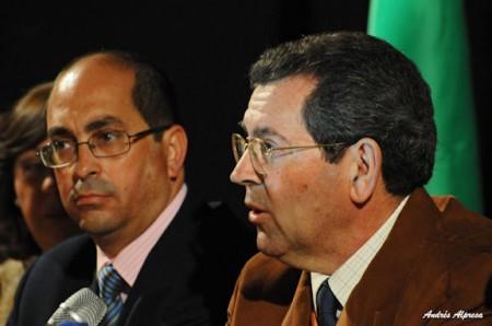 Pedro Sánchez Gil, con el alcalde de Villamartín, Juan Luis Morales.