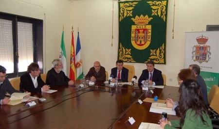 Participantes en la reunión celebrada en el Ayuntamiento de Olvera.