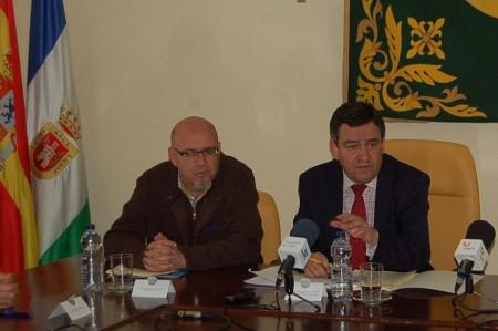El alcalde de Olvera, José Luis del Río, y el presidente de la Diputación de Cádiz, José Loaiza.