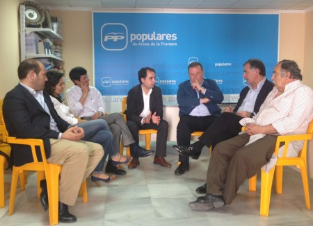 Saldaña, con representantes del PP de la Sierra.