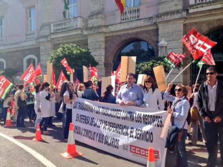 Pancarta desplegada por los alcaldes de Espera y Alcalá del Valle.