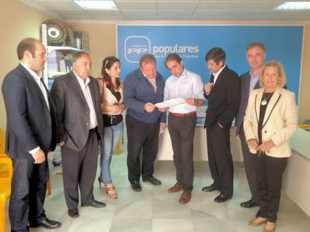Alcaldes del PP de la Sierra, con Antonio Saldaña.