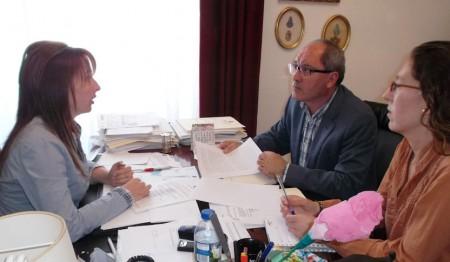 Cornejo, con la alcaldesa de Algar.