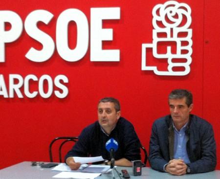 Representantes del PSOE de Arcos, en rueda de prensa.