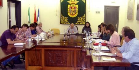 Asistentes al último pleno municipal de Olvera.