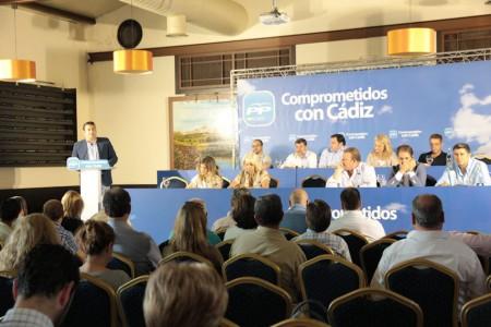 Antonio Sanz se dirige a los asistentes a la reunión.